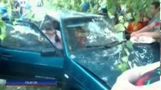 Жители Львова устроили самосуд над пьяным водителем,...