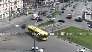 Момент ДТП на Привокзальной площади в Новокузнецке