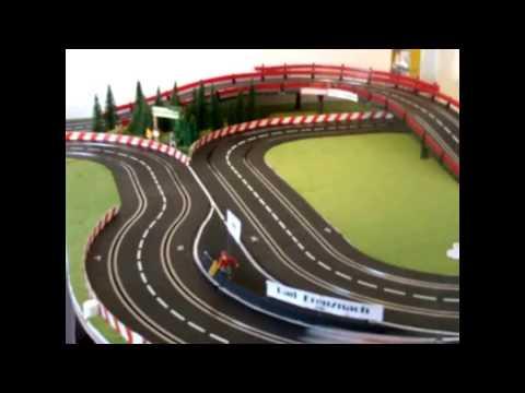 Carrera Bahn – Slot Rennbahn — Zimmer – Race – Circle — Länge 23 Meter –