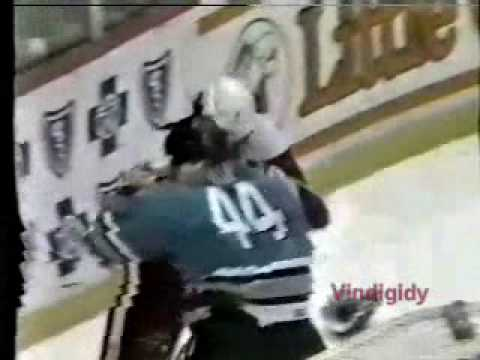 Darren McCarty vs. Shawn Cronin