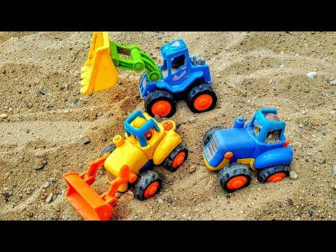 Мультики про машинки. Синий трактор едет по пустыне и попадает в песчаную бурю. Машинки. Мультики.