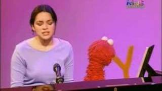 "Norah Jones Sings ""Don't Know Why"" on Sesame Street"