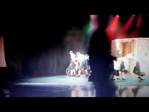 A centopeia/ dança folclórica alemã arvoredo