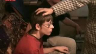 """Экстрасенсы """"изгоняют"""" полтергейст в Старцево 2008 год"""