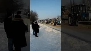 12 трактора чистят дорогу Караганда