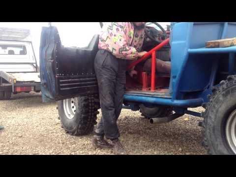 Die Wagen für die Kinder auf dem Benzin von 9 Jahren