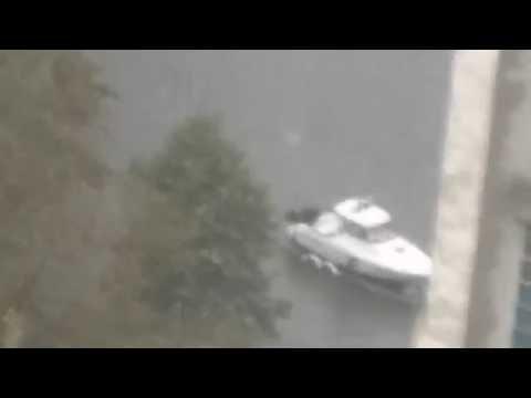 Из-за непогоды в Одессе на дорогах появился катер