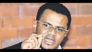 Hassan Omar receives President Uhuru as he arrives at the Coast