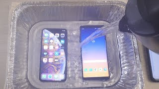 iPhone XS Max vs Samsung Note 9 HOT WATER Test! 🔥