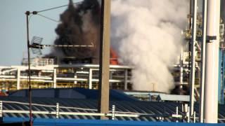пожар на заводе в городе Кириши