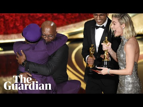 detailed look 17273 83a0a Spike Lee jumps into Samuel L Jackson s arms as he wins Oscar