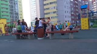 Женская драка на детской площадке в Уфе