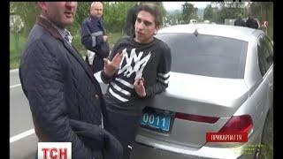 На Прикарпатті правоохоронці затримали дорогу іномарку з поліційним спецномером