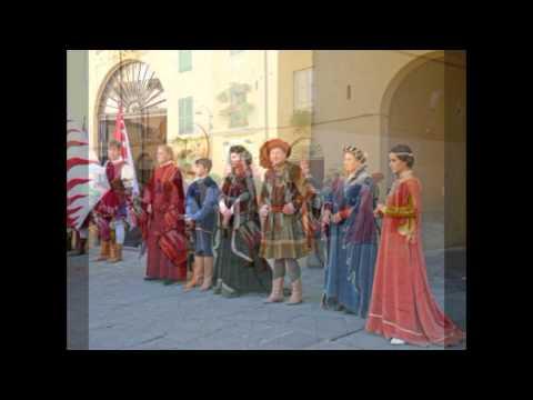 Italy Tuscany Lucca Waving vendel and costumes Italië Toscane Vendelzwaaien en klederdracht