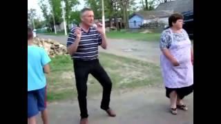 Танцы в деревне..