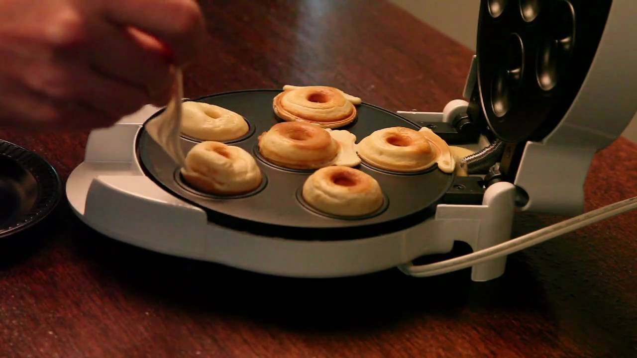 A Mini Donut Factory That Fits On Your Desk