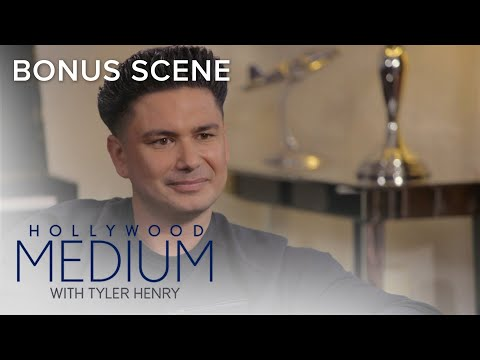 Tyler Henry Predicts Pauly D's Stomach Problems | Hollywood Medium with Tyler Henry | E!