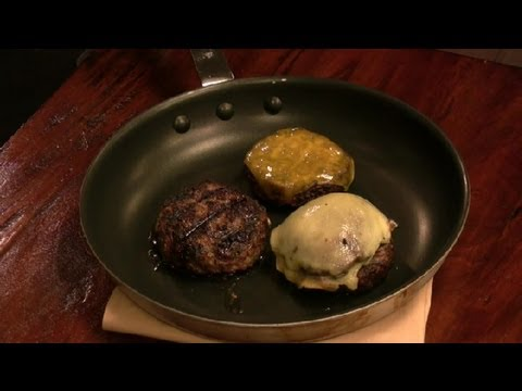 How to Know When Hamburgers Are Done in a Skillet : Burger Cooking Tips