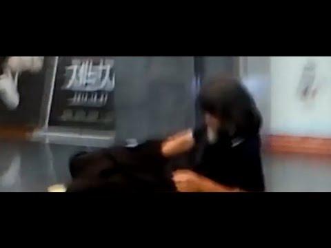 영화관에서 노숙자가 여자보면서 음란행위 ㄷㄷㄷ - YouTube