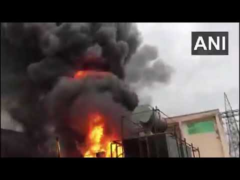 ग्रेटर नोएडा में बारिश के बीच बिजलीघर में लगी भीषण आग