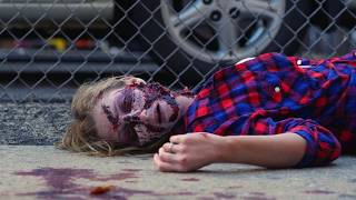 Оживший мертвец испугал прохожих | Zombie Dead Girl Prank