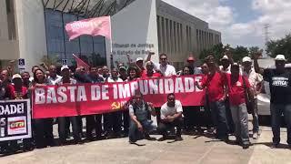 Manifestantes pedem 'justiça' em protesto no TJ-BA