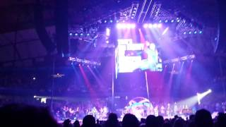 Garth Brooks with Trisha Yearwood World Tour Chicago 12 People Loving People