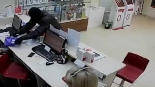 В Нефтегорске салон сотовой связи ограбили за 10 секунд