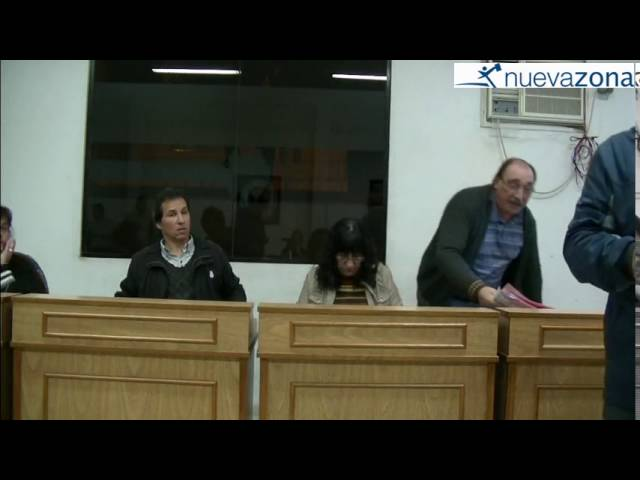 El momento que el concejal Landra quiere retirarse de la sesión
