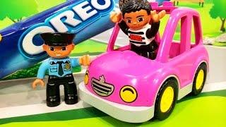Мультики про машинки. Розовая машинка в мультике - Погоня за тортами. Лего мультфильмы для детей