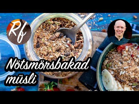 Nötsmörsbakad müsli är en variant på müsli eller granola där man blandar flingorna med nötsmör som jornötssmör, hasselnötssmör eller liknande och sedan bakar i ugnen.>