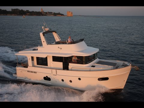 Траулерная яхта Beneteau Swift Trawler 50 от Боатмаркет