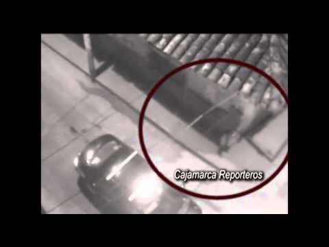 Cámaras de vigilancia captan accidente motociclista y robo a joven ebrio Cajamarca
