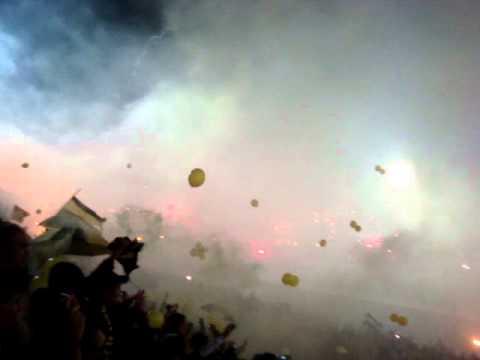 """""""Peñarol-Santos 15-06-2011 015.MPG"""" Barra: Barra Amsterdam • Club: Peñarol"""