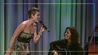 """Pink and Linda Perry's Impromptu Acoustic Performance of """"What's Up?"""" 