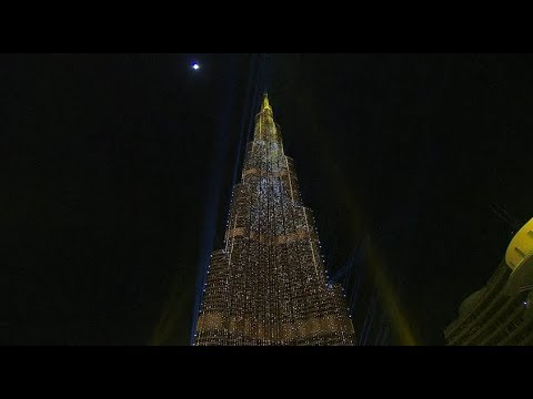 Dubai New Year 2018 Midnight light show at the Burj Khalifa