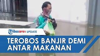 VIRAL Video Aksi Driver Ojol Nekat Terobos Banjir di Semarang Antar Makanan, Kini Dapat Penghargaan