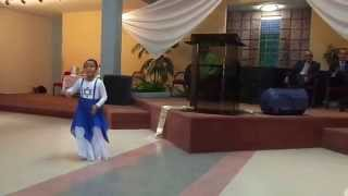 preview picture of video 'Especial: Viviana y Amanda Ayala danzando: Cantemos con Gozo a Dios'