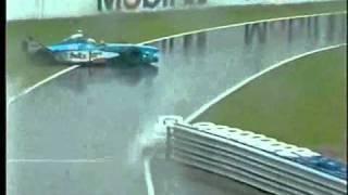 Смотреть онлайн Сильный дождь на автотреке Формулы 1