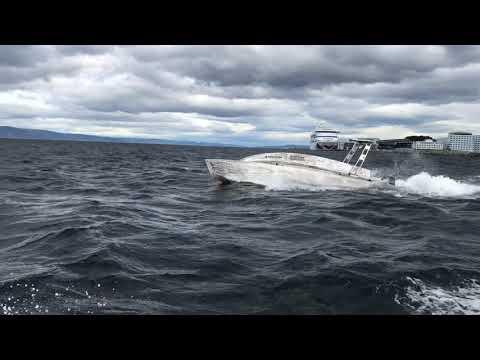 Fjerner oljesøl: Prototypen av den ubemannede båten Vorax, som er utviklet av SINTEF-knoppskuddet Blue Impact AS, ble nylig testet i California.