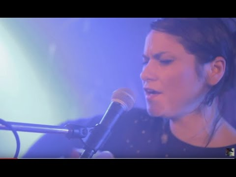 Lenka Dusilova & Baromantika - Smiluje (oficiální video)