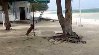 preview picture of video 'Le Port de ST Gilles les Bains'