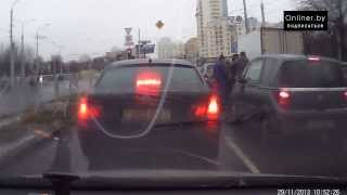 Минск: дорожный конфликт - драка водителей на пл. Бангалор