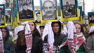 «Марш Героїв» у Хмельницькому: портрети, квіти та молитва (ФОТО)