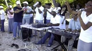 preview picture of video 'Bautismo Iglesia Mahanaim de La Romana en Bayahibe'