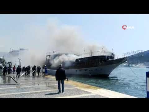 Çeşme'de tekne yangını