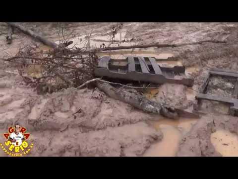 Moradora do Morro do 72 anda pelas ruas destruídas pelo Consórcio Construtor São Lourenço