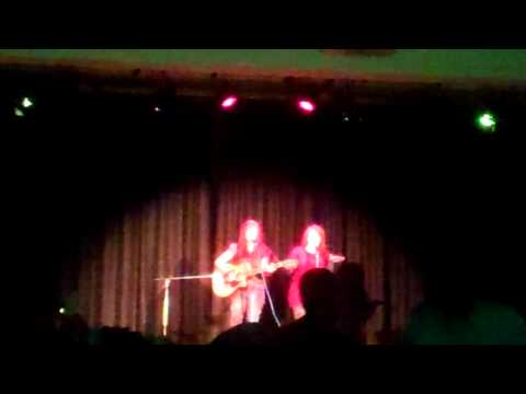 Price Tag (live cover) by Malu and Lily