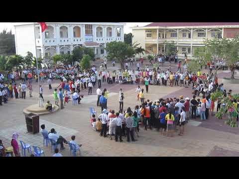 Thi trò chơi dân gian tại trường THCS Quách Văn Phẩm