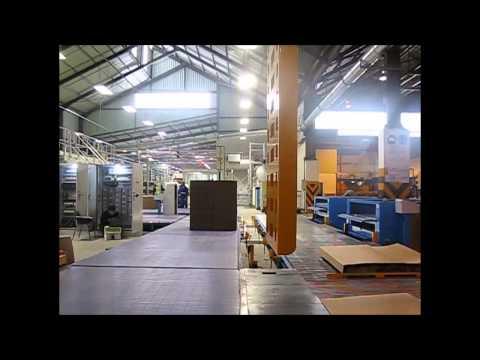 ¡Vea el Sistema de Transportador de Descarga de la Corrugadora con Empujador de Pallets en acción!
